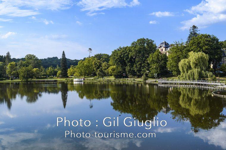 Panoramique sur le rivages du lac de Bagnole de l'Orne