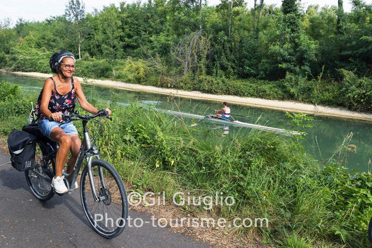 Entre Verdun et Belleray le long du Canal de la Meuse se croise vélos et avirons