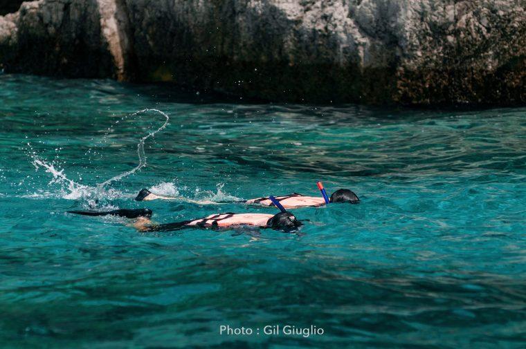 Deux personnages en snorkling à Koh Phi Phi Le