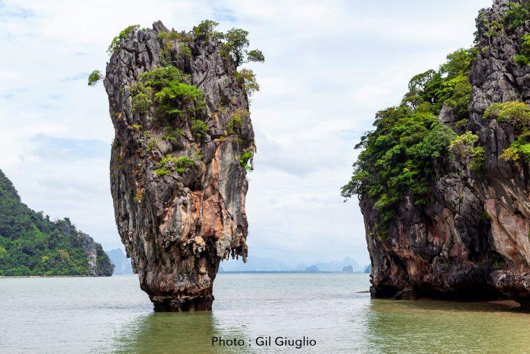 Kao Tapu appelé Le rocher James Bond dans baie de Krabi