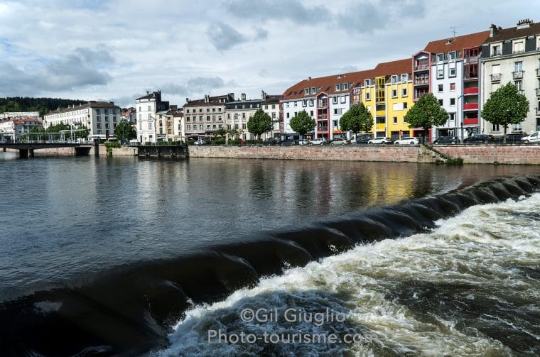 Fleuve Moselle dans Épinal