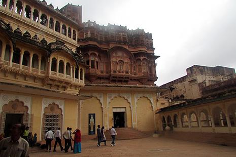 Daulat Khana