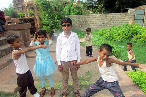Enfants qui posent