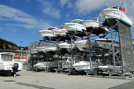 Le nouveau port à sec de Fécamp permet de minimiser l'entretien des embarcations, qui séjournent dans l'eau uniquement pour naviguer