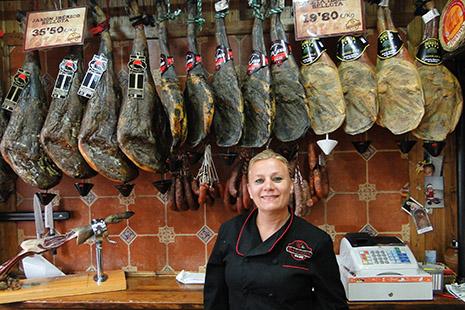 Le jambon est réputé, à juste titre. Le meilleur est le « bellota ».