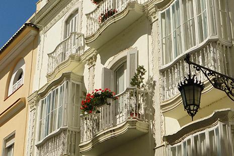 L'opulente ville de Cadix, dont le port voyait revenir des Amériques les galions chargés de trésors.