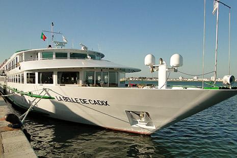 Sillonnant le Guadalquivir et le Guadiana, « La Belle de Cadix » peut accueillir 176 passagers.
