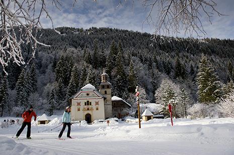 La chapelle Notre-Dame-de-la-Gorge, un joyau baroque du XVIIIe. Un beau chemin de croix, avec des stations en pierre, y mène. (Photo Gilles Lansard)