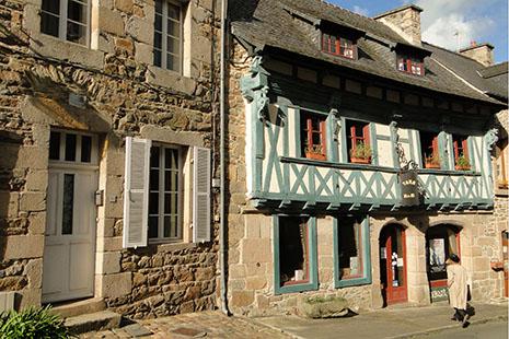 La petite cité de Tréguier, avec ses maisons pimpantes et sa grande cathédrale.