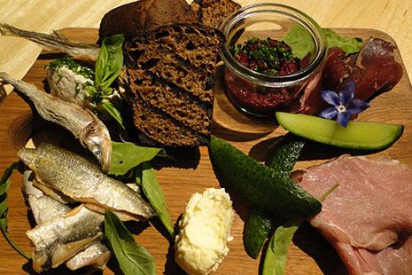 La cuisine estonienne fait la part belle aux produits de la mer tout comme à ceux de la campagne.