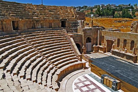 Les ruines remarquablement conservées de l'ancienne cité romaine de Jérash, au nord de la capitale Amann.