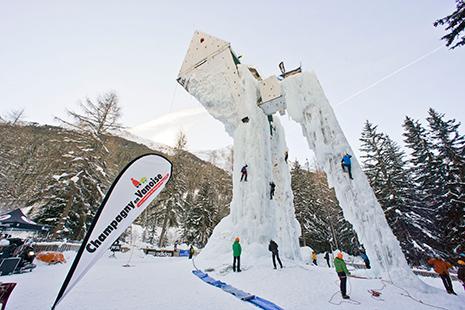 Le mur d'escalade de Champagny, face à un décor de toute beauté dans le parc naturel de la Vanoise. (Photo Christian Tatin)