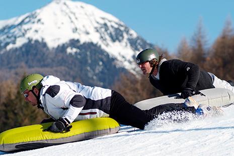Couché sur l'airboard, le nez à quelques centimètres de la neige, des sensations grisantes. (Photo JJ Statkus)