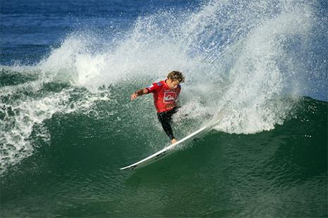 Les plages du côté de « Bisca » sont appréciées autant par amateurs chevronnés de surf que par les débutants © Tourisme Landes
