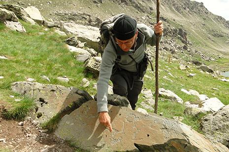 Des milliers de roches ornées de gravures datant de 3 200 à 1 700 avant J.-C. parsèment la vallée.