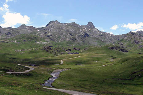 Des panoramas exceptionnels et, partout, des troupeaux de brebis.