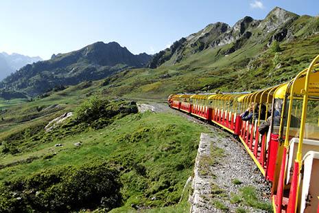 Le petit train d'Artouste, qui fête ses 80 ans d'existence, fait découvrir des endroits reculés de toute beauté.