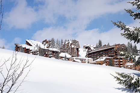 L'architecture inimitable d'Avoriaz, la station mythique des Portes du Soleil - © James North