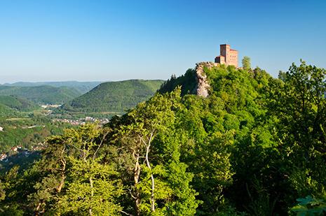 La forteresse de Trifels, où a été emprisonné Richard Cœur de Lion, abritait au Moyen-Age les joyaux du Saint-Empire romain germanique.
