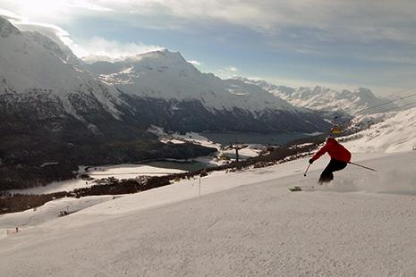 Visibles depuis les pistes de ski, plusieurs lacs ceinturent la région, donnant une allure très particulière au panorama.