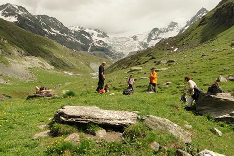 Sauvage, le val d'Anniviers se prête à merveille à la randonnée, en famille ou sur le mode sportif.