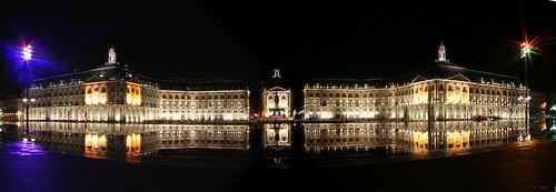 La place de la Bourse se reflétant dans la miroir d'eau - Bordeaux - Aquitaine © CRTA - JR Fialeix