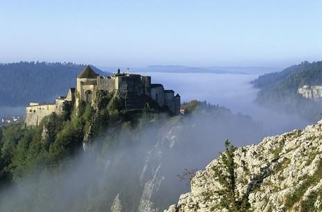 Château de Joux au-dessus du brouillard, La Cluseet- Mijoux STEPHANE GODIN (Photographe) © CRT Franche Comté