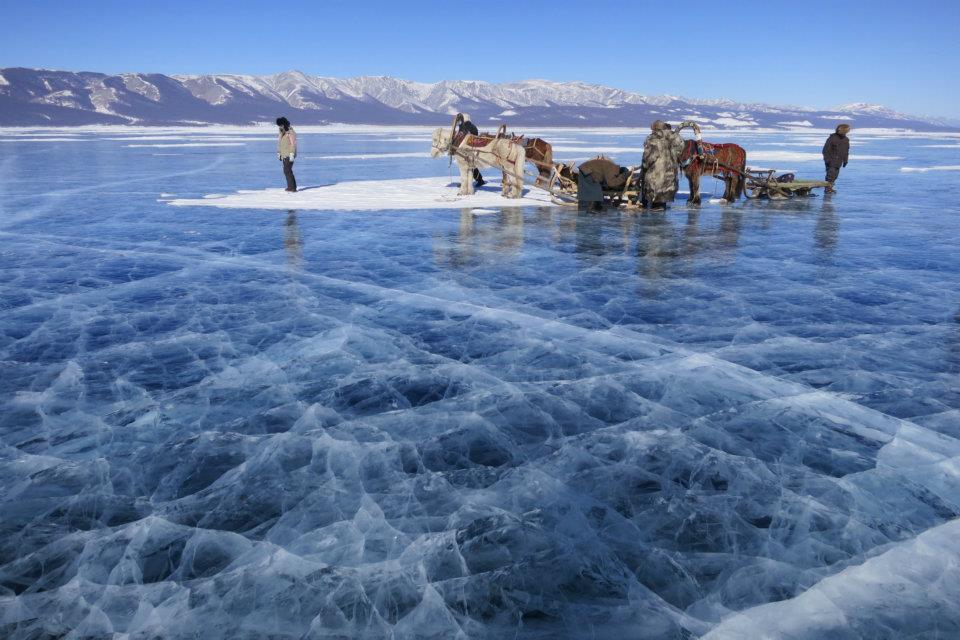 Le Lac Khövsgöl gelé dans le Nord de la Mongolie (copyright Randocheval Mongolie)