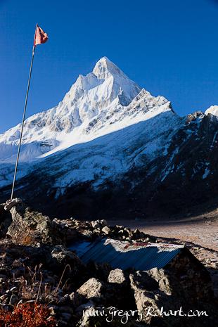 Tapovan : l'ashram fait face au majestueux Shivling (6543 m)