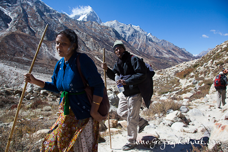 Pèlerins sur le chemin des sources du Gange