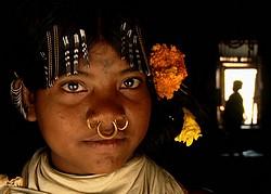 Jeune fille dongria, colllines de Niyamgiri, Orissa. © Survival