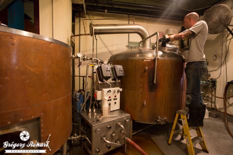 Derrière son bar, la Wynkoop Brewing Company brasse ses bières