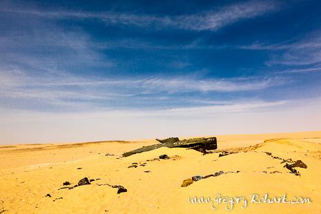 Carcasse de char de la guerre entre le Tchad et la Libye