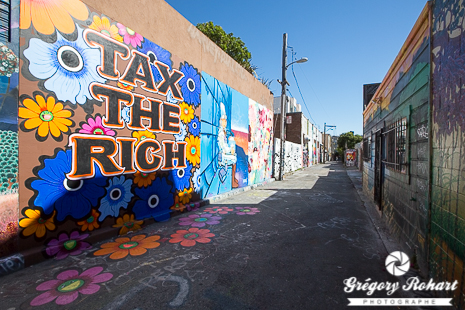 Tax the Rich de Megan Wilson dans Clarion alley