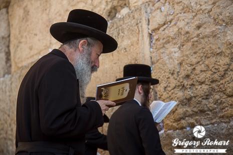 Les juifs sont nombreux à venir prié sur le mur des lamentations de Jérusalem