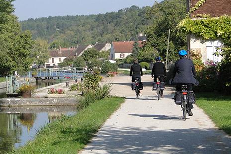 Le long du canal de Nivernais à vélo © Stéphanie Wahl
