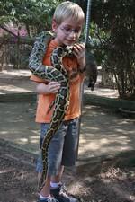 Un serpent autour du coup d'Arthur... ça fait froid dans le dos