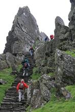 Montée de l'escalier de Skellig Michael