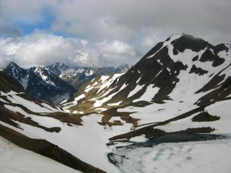 Au col de Sencours nous découvrons le pic de Bonida et le lac de d'Oncet (2253m).