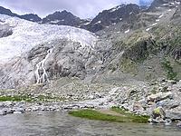 Vue sur le glacier depuis le lac de Tuckett