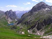 Le Grand Lac et roche colombe au premier plan à droite