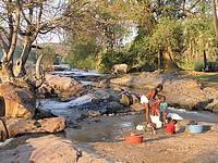Femme Herero lavant son linge
